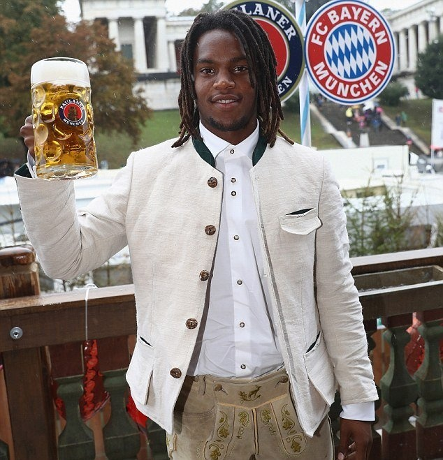 Bolt do suc voi sao Bayern o le hoi bia lon nhat the gioi hinh anh 4