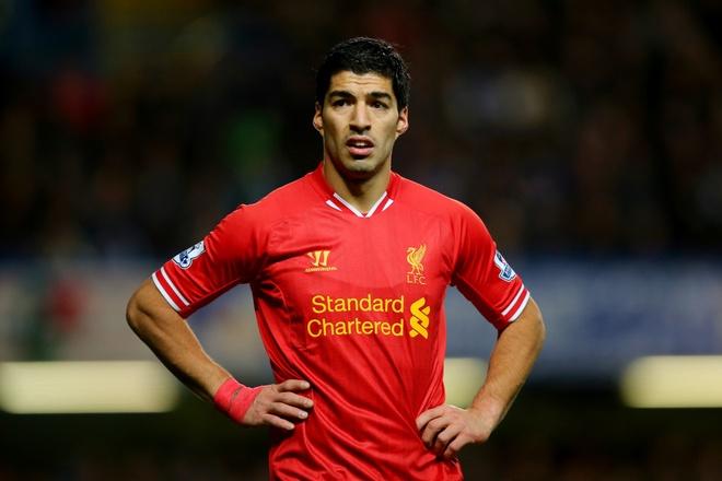Bi mat ve doi giay tap luyen cua Suarez hinh anh
