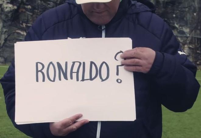 Nam HLV co y tuong 'dien ro' voi Ibra va Ronaldo hinh anh 1