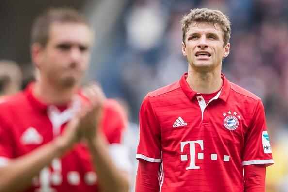 Mueller do mau, Bayern hoa tran thu hai lien tiep hinh anh 13