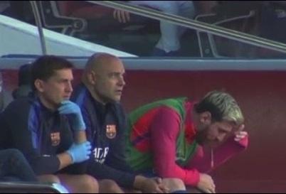 Messi non khan ngay tren ghe du bi hinh anh 1
