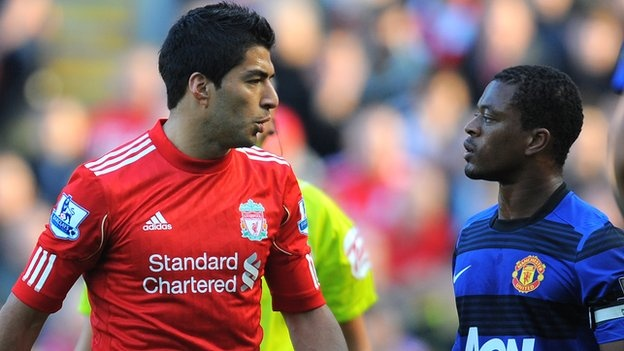 Evra bat ngo chuc mung 'ke thu' Luis Suarez hinh anh