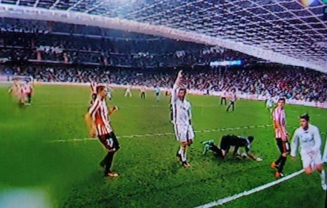 Bao Anh: Ronaldo to Morata ghi ban o the viet vi hinh anh
