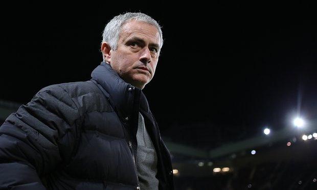 Mourinho goi cuoc song o Manchester la tham hoa hinh anh