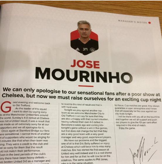 Mourinho vai xin loi co dong vien MU anh 4