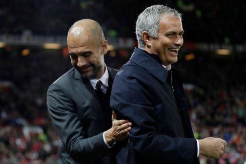 Mourinho vai xin loi co dong vien MU anh 7