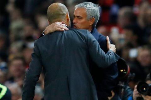 Mourinho vai xin loi co dong vien MU anh 6