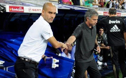 Mourinho vai xin loi co dong vien MU anh 8