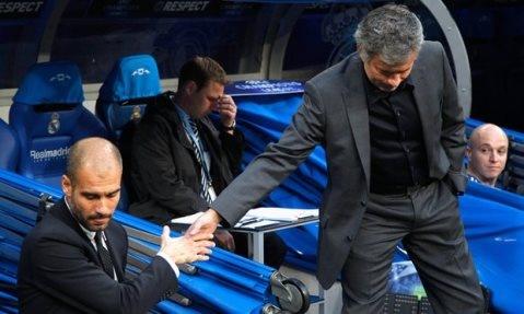 Mourinho vai xin loi co dong vien MU anh 9
