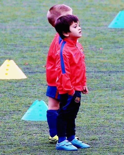 Anh che ngay dau di hoc, con trai Messi xo hang CR7 hinh anh 3