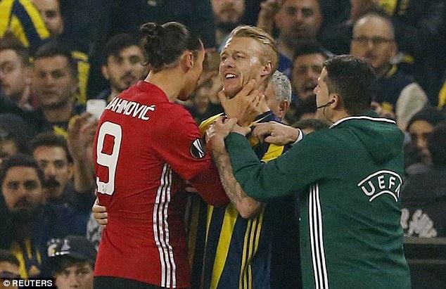 UEFA ra phan quyet vu Ibra bop co doi thu hinh anh 1