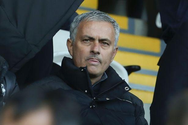 Mourinho che 2 cau thu yeu duoi va luoi bieng hinh anh