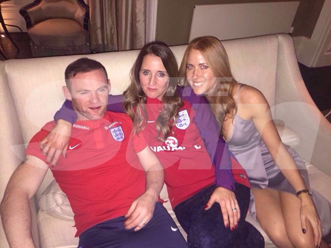 Rooney lo hinh anh be rac anh 2