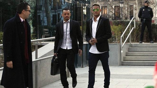 Neymar bi de xuat an tu lau hon Messi hinh anh 1