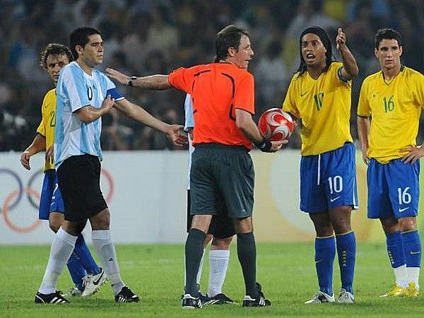 Ronaldinho, Riquelme can nhac da mien phi cho Chapecoense hinh anh 1