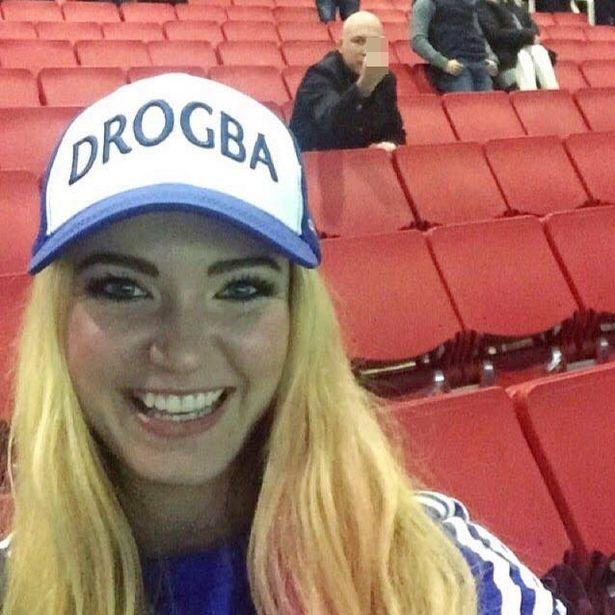 Nguoi dep yeu Chelsea bi fan Arsenal cuong hon hinh anh 2