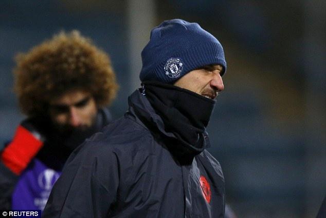 Mourinho buc tuc vi mat san dong bang hinh anh 2