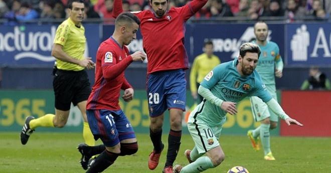 'Ronaldo chang bao gio choi dep nhu Messi' hinh anh 1