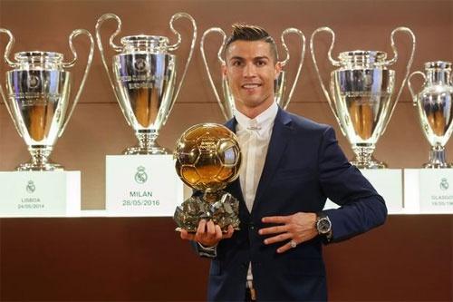 CR7 tu tin: 'Neu da cung doi, toi doat QBV nhieu hon Messi' hinh anh 1