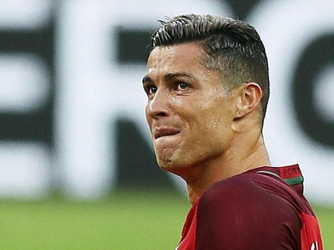 Payet cam bon tre nhac den Ronaldo hinh anh