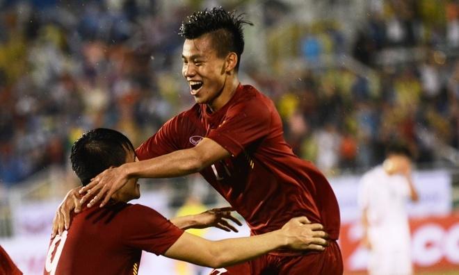 Van Thanh lot top 10 cau thu ghi ban dep AFF Cup 2016 hinh anh