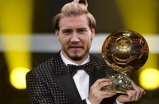 'Lord' Bendtner nuoi ran, dat ten nhu dien vien Vuot nguc hinh anh