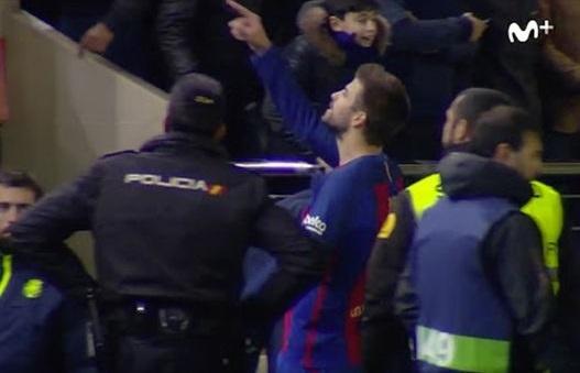 Pique quat chu tich La Liga ngoi tren khan dai hinh anh