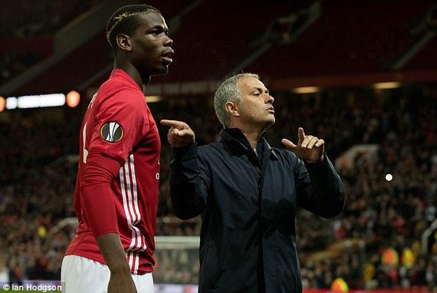 HLV Mourinho bay ke giup tro Pogba vuot kho hinh anh 1