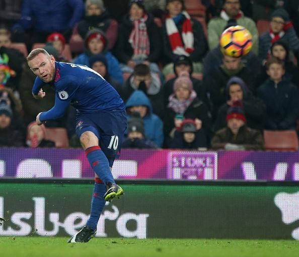 Huyen thoai Rooney lam gi trong ngay lap ky luc? hinh anh 5