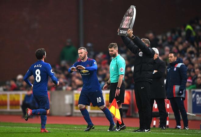 Huyen thoai Rooney lam gi trong ngay lap ky luc? hinh anh 4