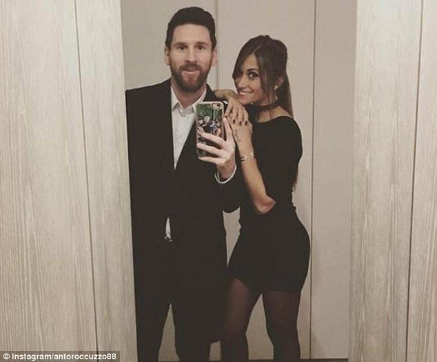 Messi va ban gai mac dong phuc den di an sinh nhat Neymar hinh anh 1
