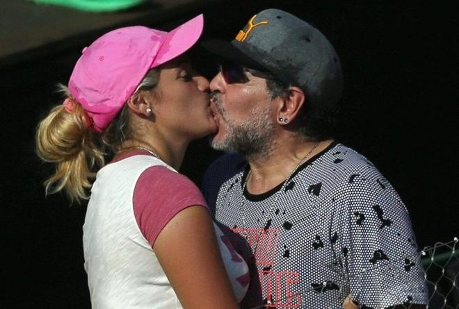 Maradona don Valentine voi bo 9X trong bon tam hinh anh