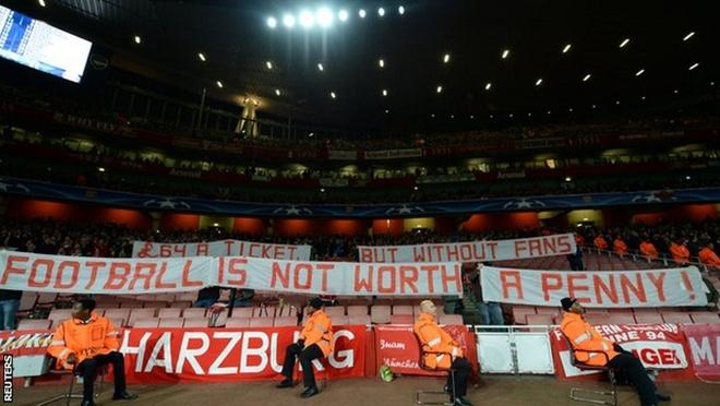 CDV Bayern dong loat nem giay ve sinh phan doi Arsenal hinh anh 8