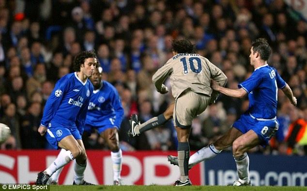 Ngay nay nam xua: Ronaldinho lac hong ghi ban kinh dien hinh anh 1