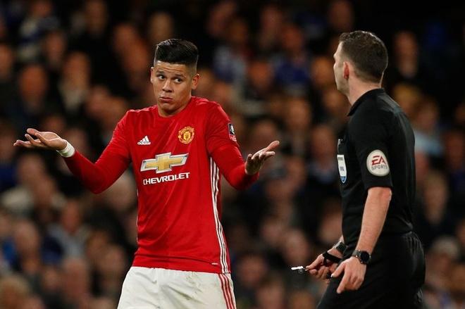 Rojo doi mat an phat nang vi dap vao bung Hazard hinh anh