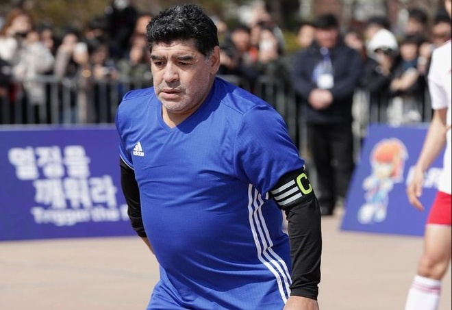 Maradona phien ban bung bia tai hien 'ban tay cua Chua' hinh anh