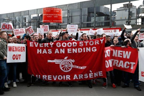 CDV Arsenal dau da lan nhau tren bau troi vi Wenger hinh anh 5