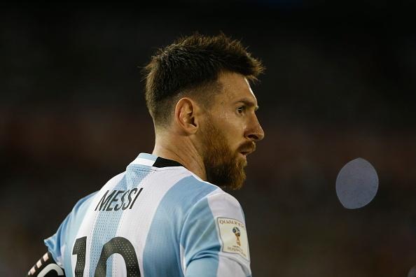 Messi chiu an phat nang vi si nhuc trong tai hinh anh