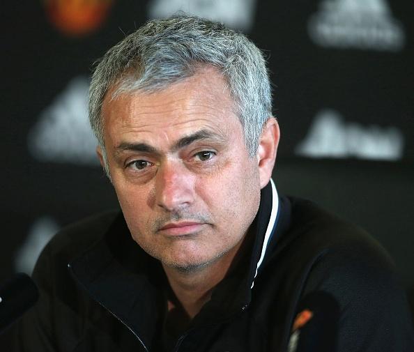 Mourinho hoi han vi xu te voi Schweinsteiger anh 1