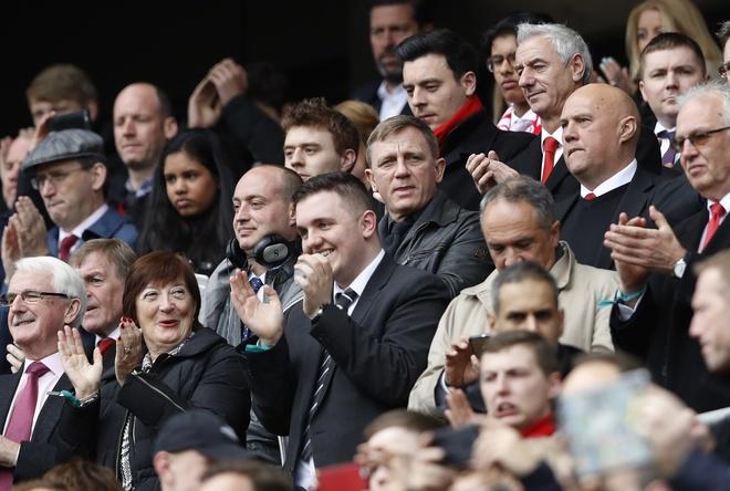 'Diep vien 007' den xem Liverpool da bai Everton hinh anh 2