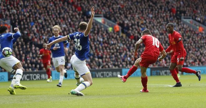 'Diep vien 007' den xem Liverpool da bai Everton hinh anh 6