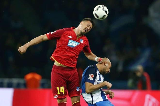 Ngoi sao Bundesliga gay ngon tay kinh di hinh anh 2