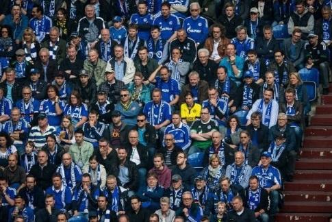 Fan nu Dortmund duoc trong thuong nho long qua cam hinh anh 1