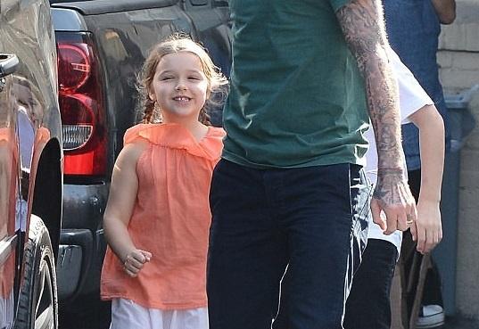Con gai ut nha Beckham vui ve di lam dep voi bo hinh anh