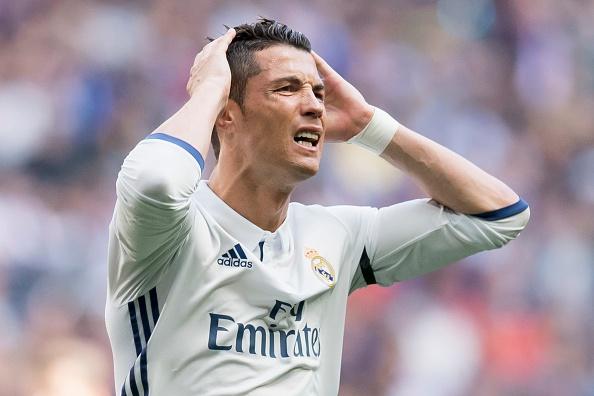 An treo gio lo lung tren dau Ronaldo hinh anh 1