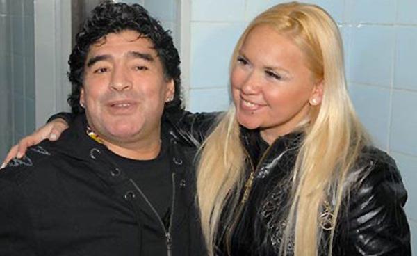 Bi mat phong the cua Maradona bi bo cu cong khai hinh anh