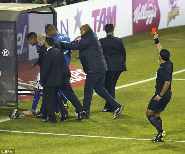 6 tam the do ngo ngan trong su nghiep Neymar hinh anh 5