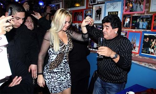 Bi mat phong the cua Maradona bi bo cu cong khai hinh anh 1