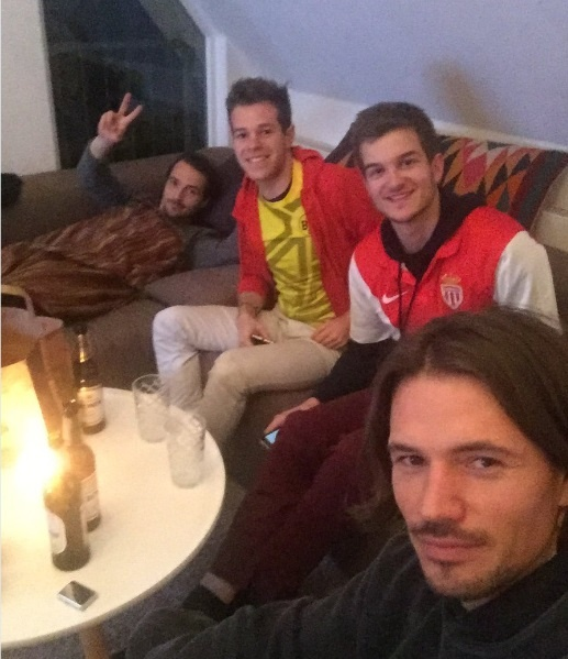Fan Dortmund mo chien dich cho CDV Monaco ngu nho hinh anh 6