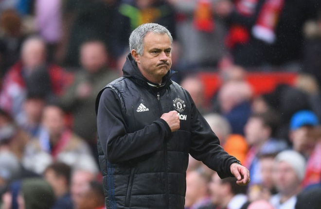 Giup MU cat chuoi kho so, Mourinho lap 2 ky luc dang ne hinh anh 1
